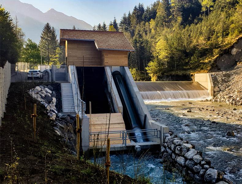 Fertiges Bauwerk mit Wasserkraftschnecke und Fischaufstiegsschnecke